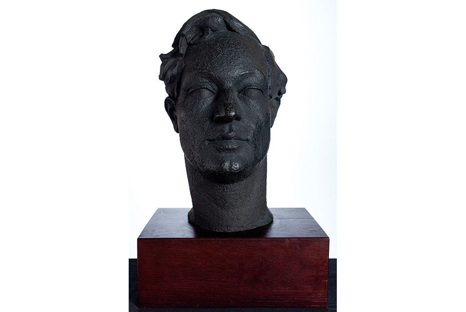 Stephen Tomlin (1901-1937), Head of Duncan Grant (1885-1978), Bronze. Commissioned in 1924 and cast in 1925 Photo © Abbott and Holder Ltd.
