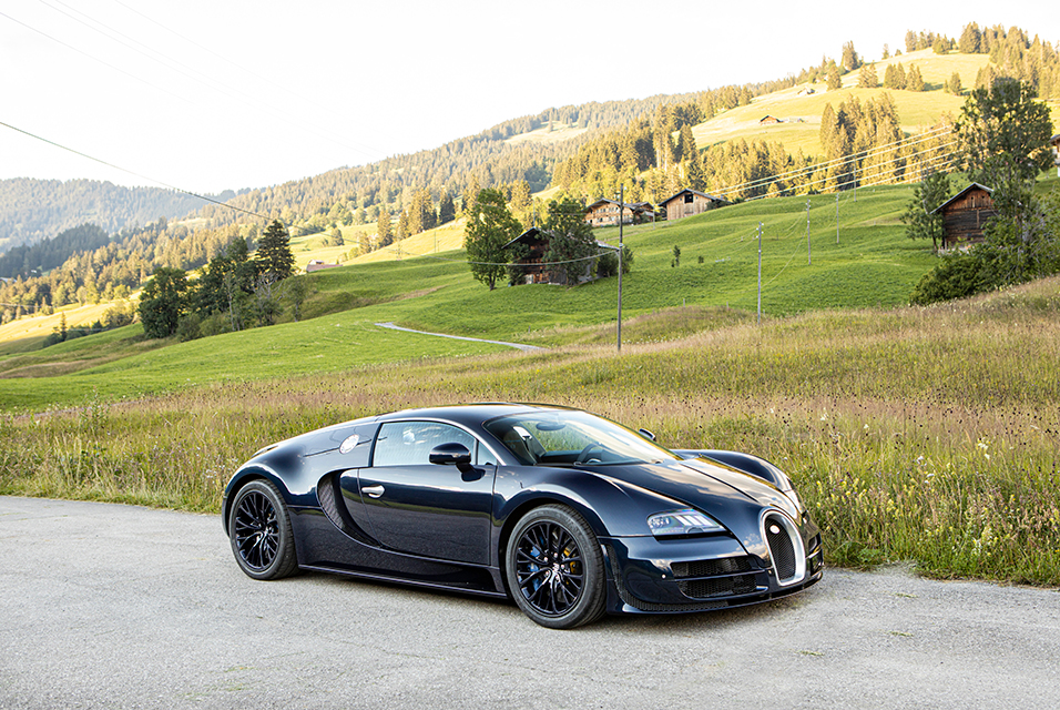 Only 689kms from new, 2010 Bugatti Veyron 16.4 Super Sport Coupé 2. Photo: Bonhams.