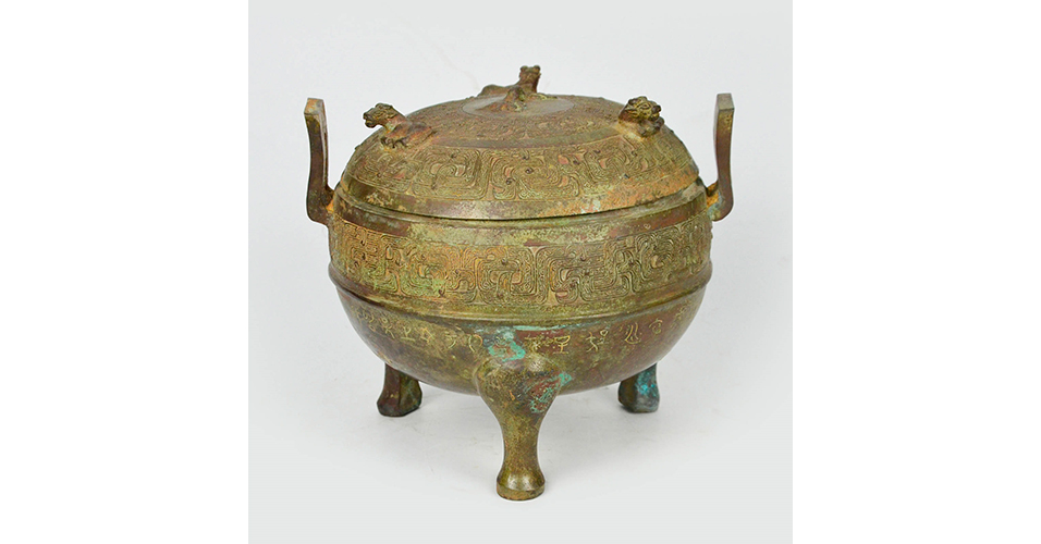 Lot 41 Warring States, A Bronze Ritual Tripod Vessel and Cover, Ding