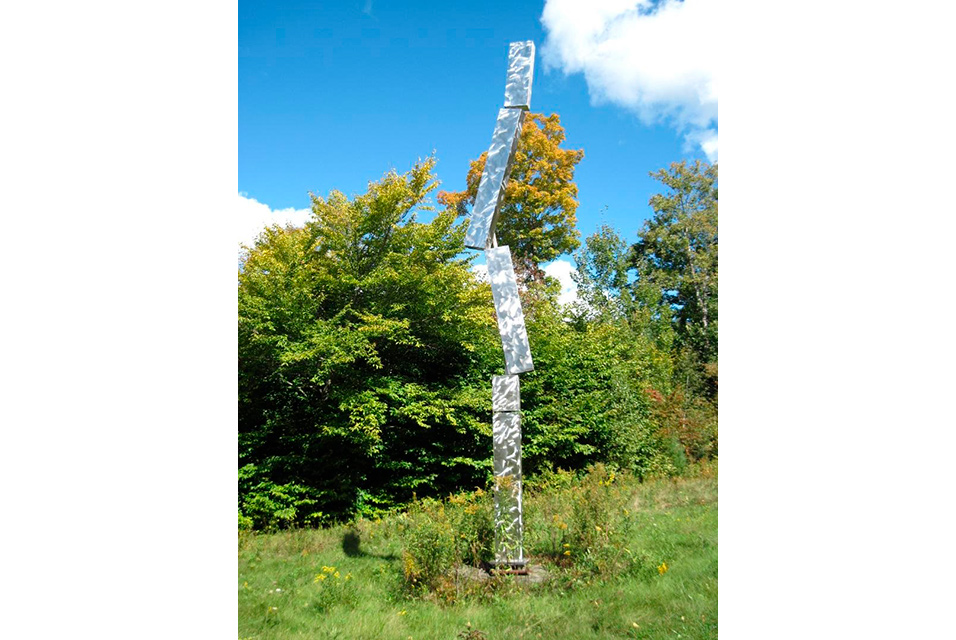 George Rickey, Breaking Column III, 1993-2001. Stainless steel, 300 x 14 x 7 inches (762 x 35.6 x 17.8 cm), at rest, 300 x 201 x 7 inches (762 x 510.5 x 17.8 cm), maximum. Photographer: Mark Pollock. © The Estate of George Rickey / licensed by ARS, New York.