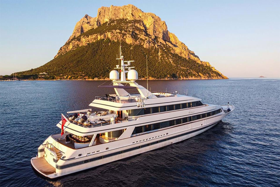 Three-Time Rock & Roll Hall of Famer Eric Clapton-Owned 47.5m Luxury Superyacht. Photo: Kruse GWS Auctions.