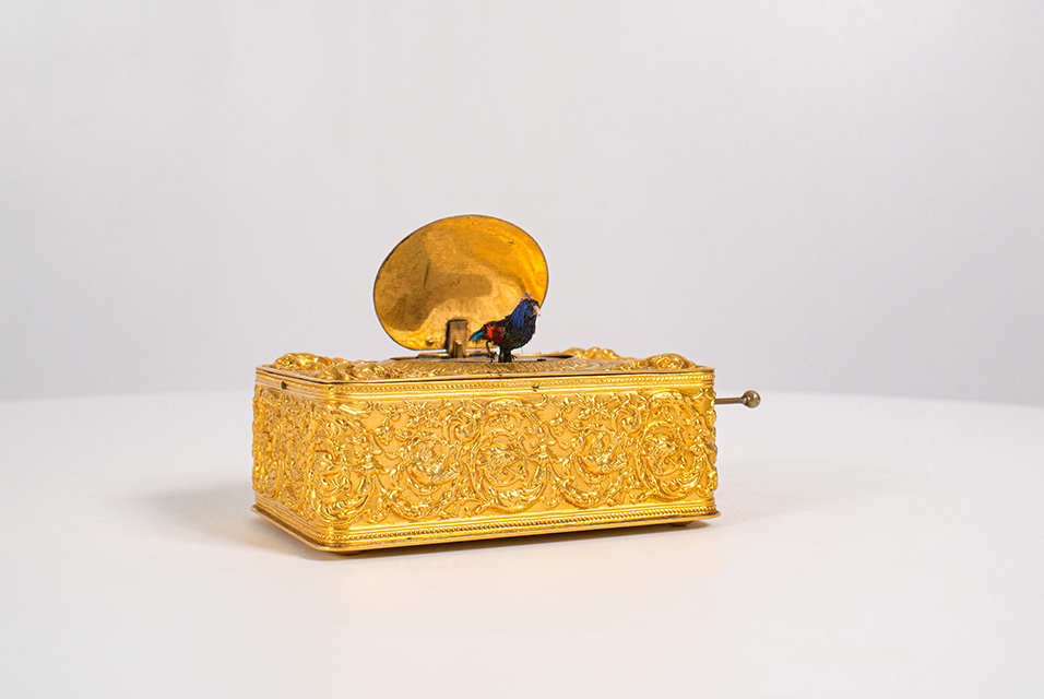 A continental automaton singing bird box in the manner of Karl Griesbaum. Estimated to fetch £200-£400 it sold for £1, 600 (Hammer), £2,000 (with BP).